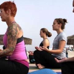Dal mal di gola allo stress, curarsi con lo yoga