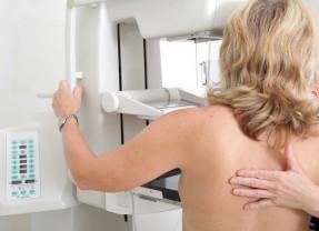 Tumori: aumentano i nuovi casi tra le donne