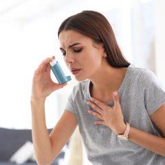 La prima terapia dell'asma a tripla combinazione con sensore elettronico